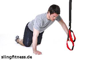 sling-training_Brust_Push Up kniend, eine Hand am Griff_1
