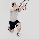 sling-training-Beine-Kniebeuge-einbeinig.jpg